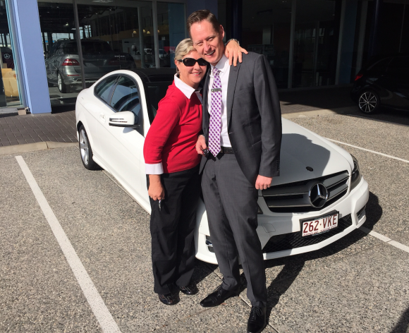 Annie Sinclair wins a Mercedes Benz with a Hole In One